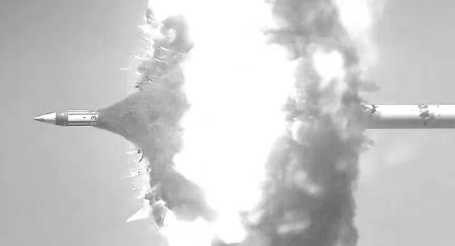 Mỹ thử nghiệm thành công siêu đạn pháo dẫn đường - 1