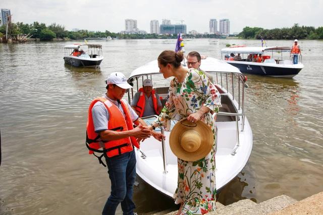 Công chúa Thụy Điển lướt ca nô du ngoạn sông Sài Gòn - 15