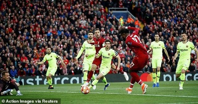 Liverpool 4-0 Barcelona: Cú sốc lớn tại Anfield - 19
