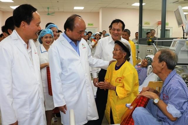Thủ tướng Chính phủ gắn biển công trình Bệnh viện Ung bướu tỉnh Thanh Hóa - 2