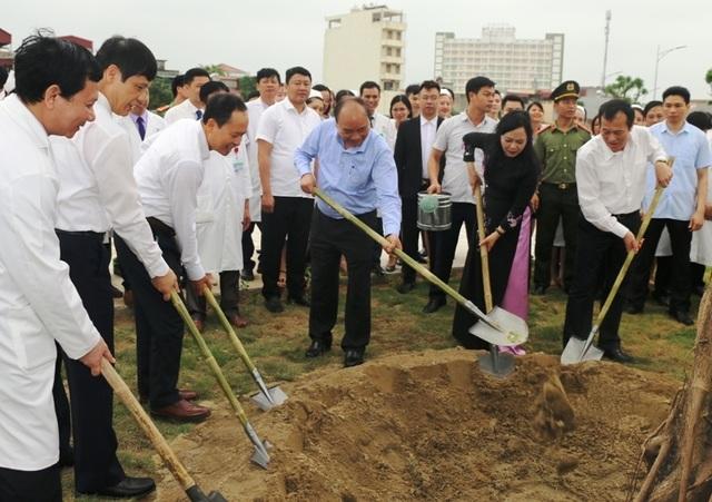 Thủ tướng Chính phủ gắn biển công trình Bệnh viện Ung bướu tỉnh Thanh Hóa - 3