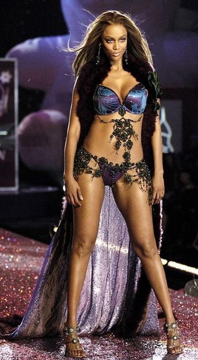 Tyra Banks là gương mặt trang bìa tạp chí áo tắm Sports Illustrated - 3