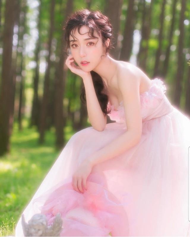 4 cô gái đẹp Trung Quốc thu tiền tỷ bằng cách không ngờ này - 1