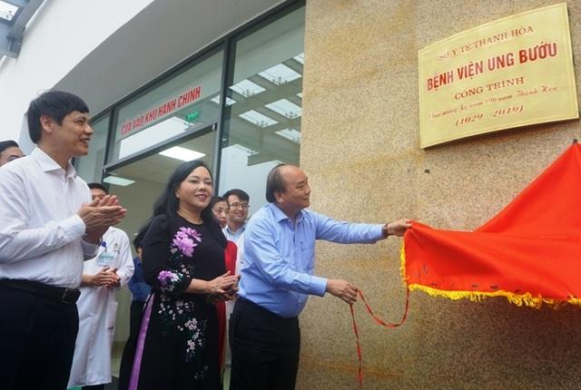 Thủ tướng Chính phủ gắn biển công trình Bệnh viện Ung bướu tỉnh Thanh Hóa - 1