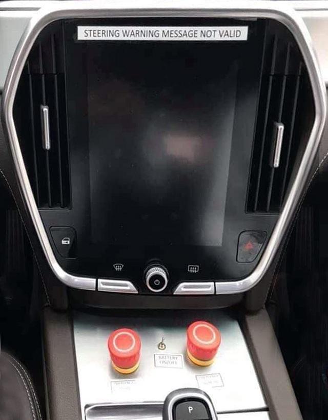 VinFast bất ngờ tung hình ảnh mẫu xe điện thứ hai, trưng bày Lux dùng động cơ V8 - 21