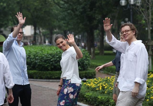 Công chúa Thụy Điển tập thể dục cùng người dân Hà Nội ở Hồ Gươm - 12