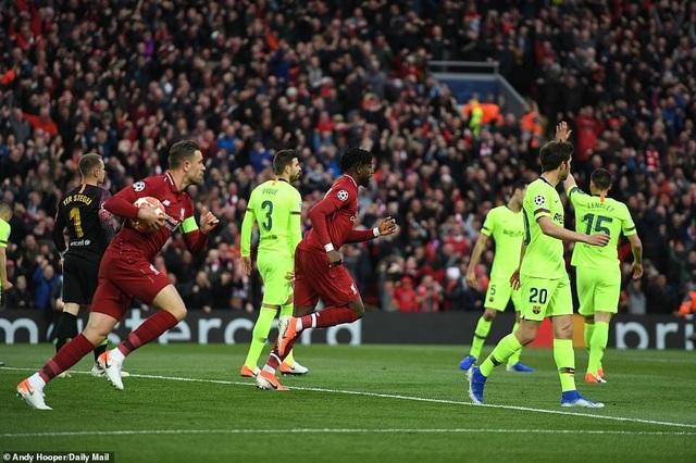 """Những khoảnh khắc kinh điển trong ngày Liverpool """"hủy diệt"""" Barcelona - 1"""