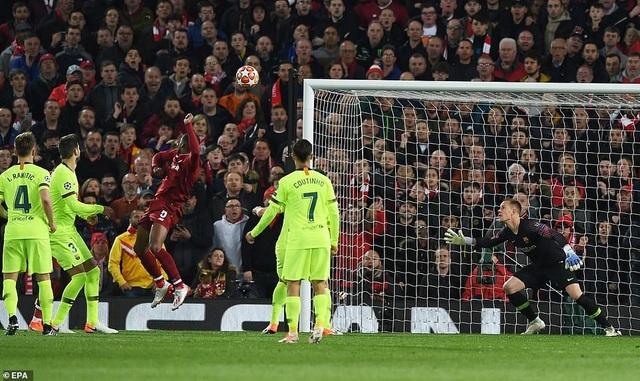 """Những khoảnh khắc kinh điển trong ngày Liverpool """"hủy diệt"""" Barcelona - 6"""