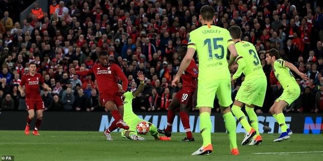 """Những khoảnh khắc kinh điển trong ngày Liverpool """"hủy diệt"""" Barcelona - 8"""
