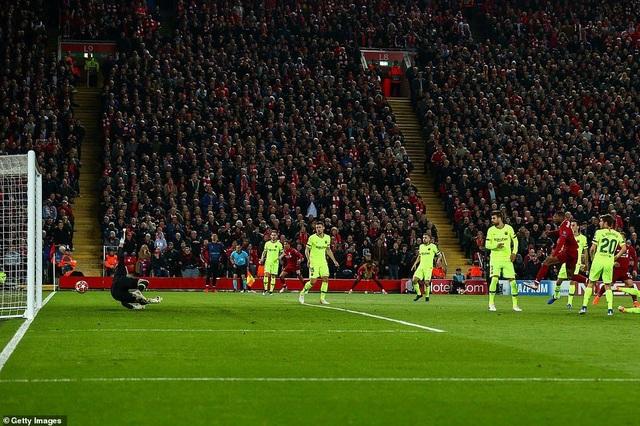 """Những khoảnh khắc kinh điển trong ngày Liverpool """"hủy diệt"""" Barcelona - 9"""