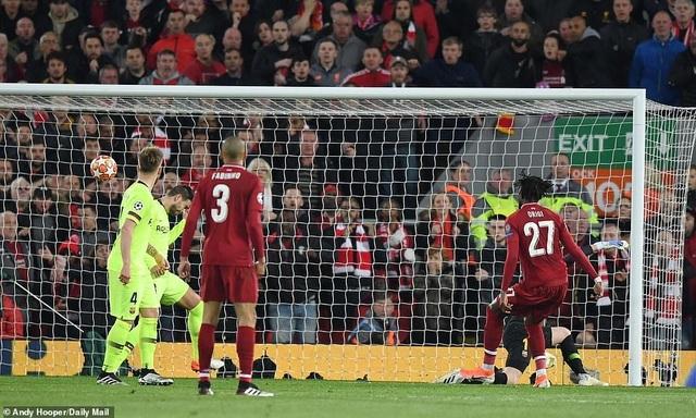 """Những khoảnh khắc kinh điển trong ngày Liverpool """"hủy diệt"""" Barcelona - 12"""