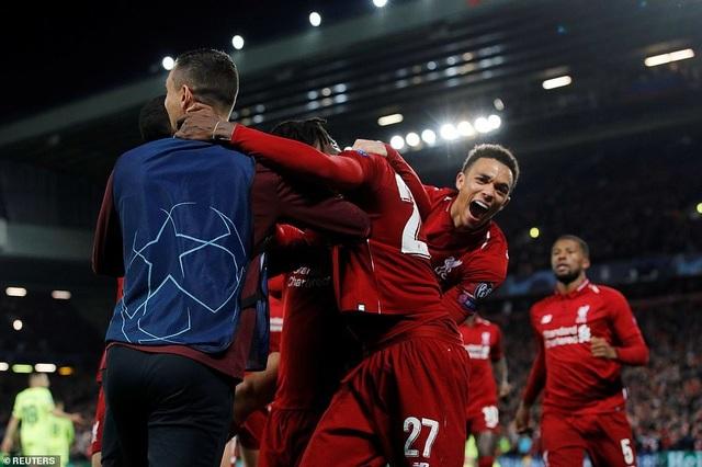 """Những khoảnh khắc kinh điển trong ngày Liverpool """"hủy diệt"""" Barcelona - 14"""