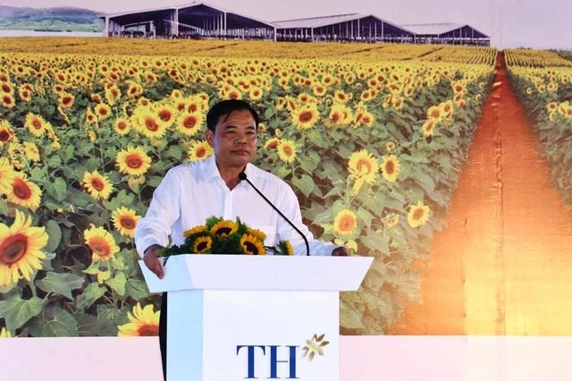 Thủ tướng Chính phủ dự lễ khởi công cụm trang trại bò sữa 3.800 tỷ đồng - 4