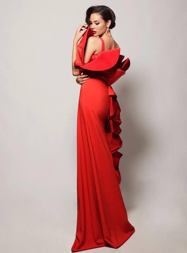 Vẻ đẹp rực rỡ và gợi cảm của Hoa hậu Hoàn vũ Catriona Gray - 19