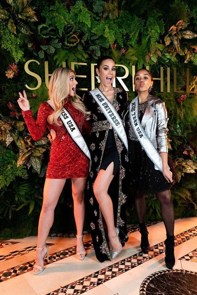 Vẻ đẹp rực rỡ và gợi cảm của Hoa hậu Hoàn vũ Catriona Gray - 23