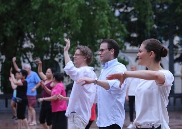 Công chúa Thụy Điển tập thể dục cùng người dân Hà Nội ở Hồ Gươm - 2