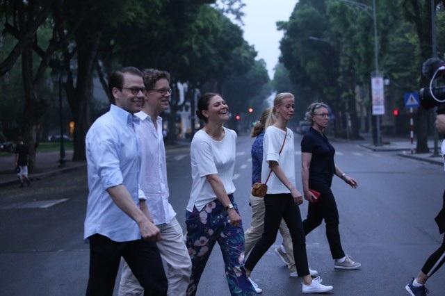 Công chúa Thụy Điển tập thể dục cùng người dân Hà Nội ở Hồ Gươm - 10