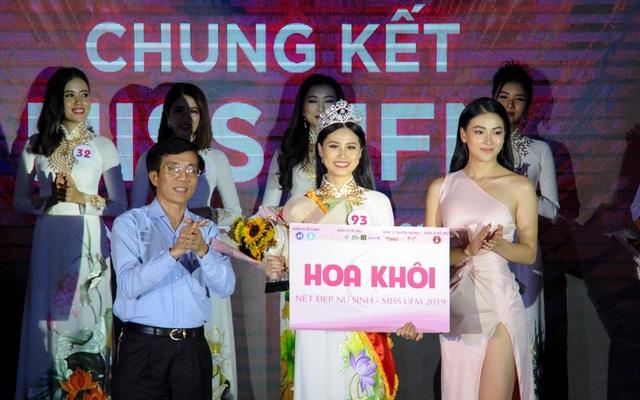 Nữ sinh khoa Du lịch trở thành hoa khôi ĐH Tài chính - Marketing 2019 - 3
