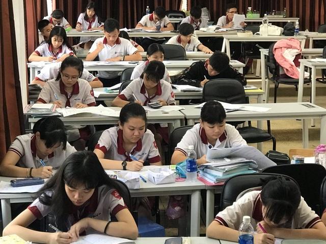 TPHCM: Hơn 10.000 học sinh đăng ký vào lớp 10 trường ngoài công lập - 1