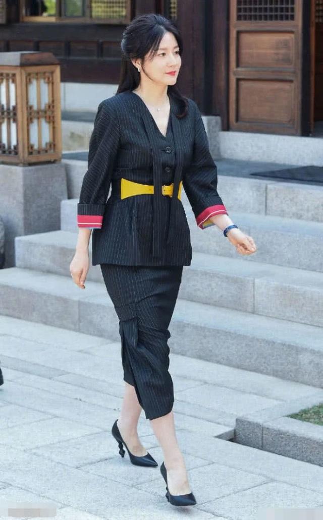 Vẻ đẹp vượt thời gian cùng cuộc hôn nhân bí ẩn bên ông xã hơn 20 tuổi của Nàng Dae Jang Geum Lee Young Ae - 5