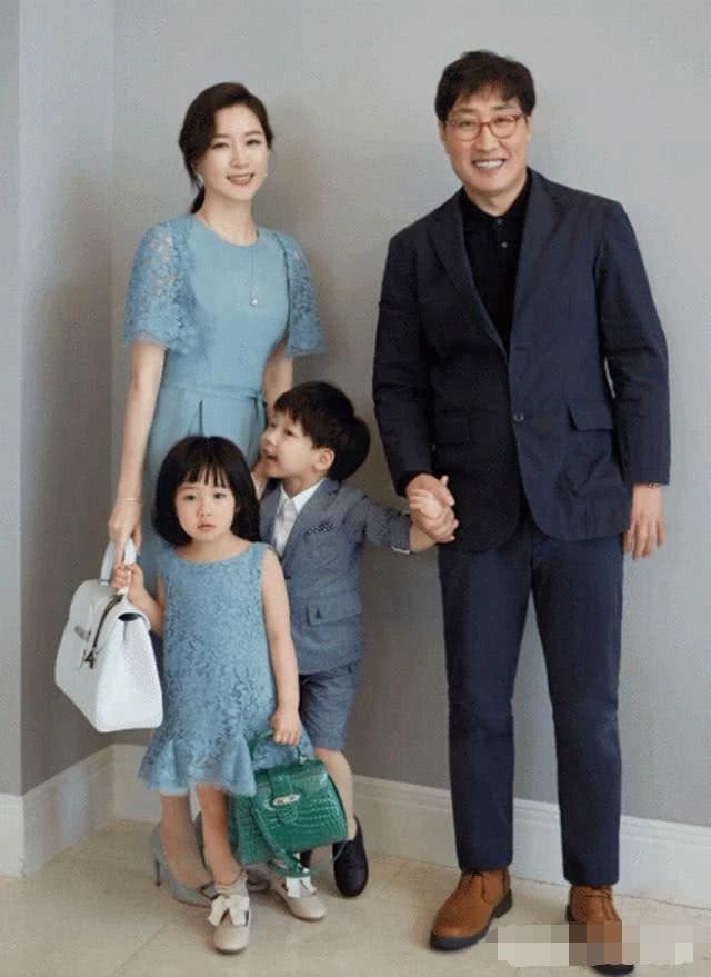 Vẻ đẹp vượt thời gian cùng cuộc hôn nhân bí ẩn bên ông xã hơn 20 tuổi của Nàng Dae Jang Geum Lee Young Ae - 2