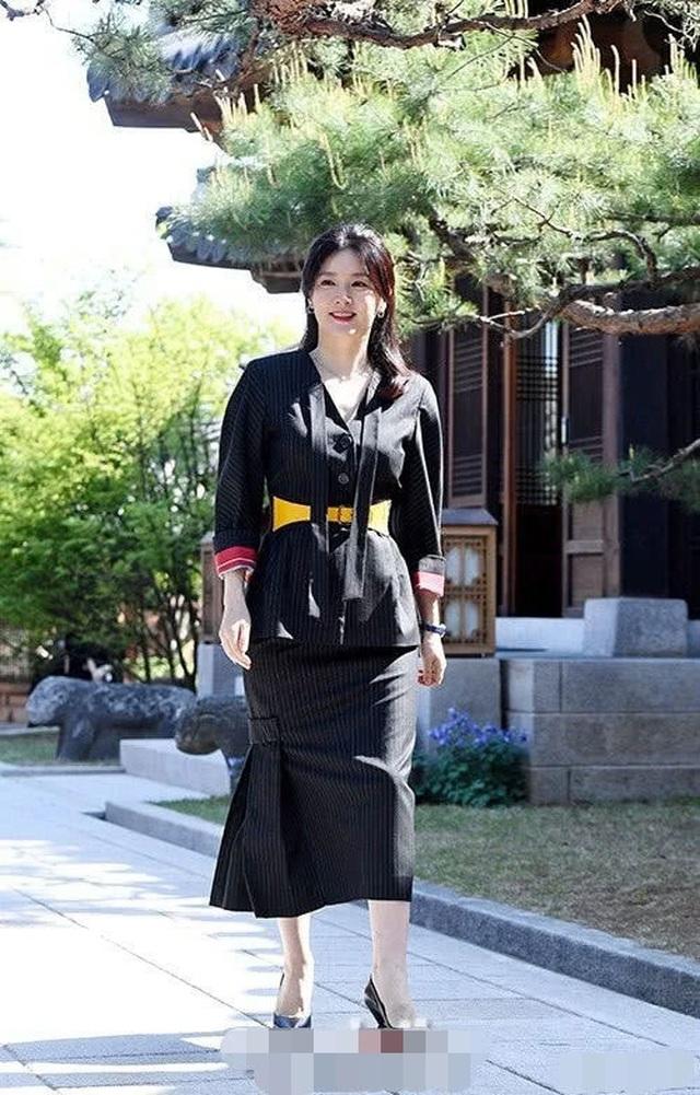 Vẻ đẹp vượt thời gian cùng cuộc hôn nhân bí ẩn bên ông xã hơn 20 tuổi của Nàng Dae Jang Geum Lee Young Ae - 3