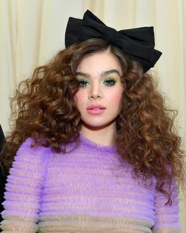 Những kiểu tóc và trang điểm ấn tượng tại Met gala - 6