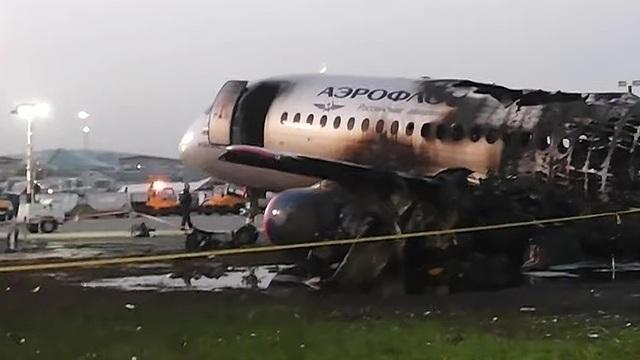 Hành khách kể khoảnh khắc kinh hoàng thoát thân khỏi máy bay Nga cháy ngùn ngụt - 1