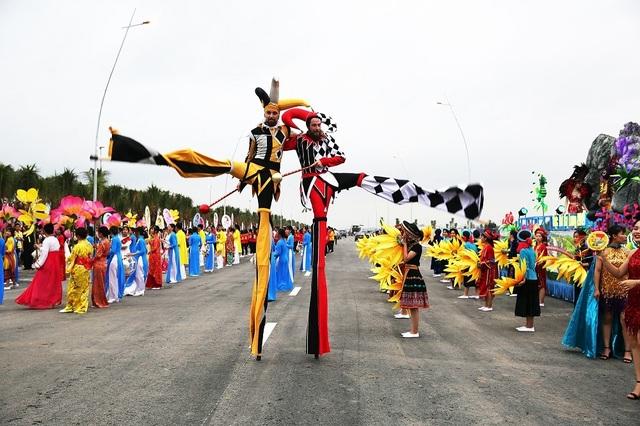 """Sau Carnaval, điều gì giúp du lịch Hạ Long tiếp tục """"bùng cháy"""" mùa hè này ? - 3"""