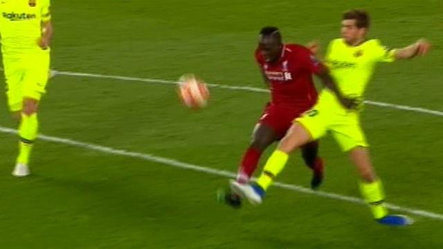 Liverpool 4-0 Barcelona: Cú sốc lớn tại Anfield - 10