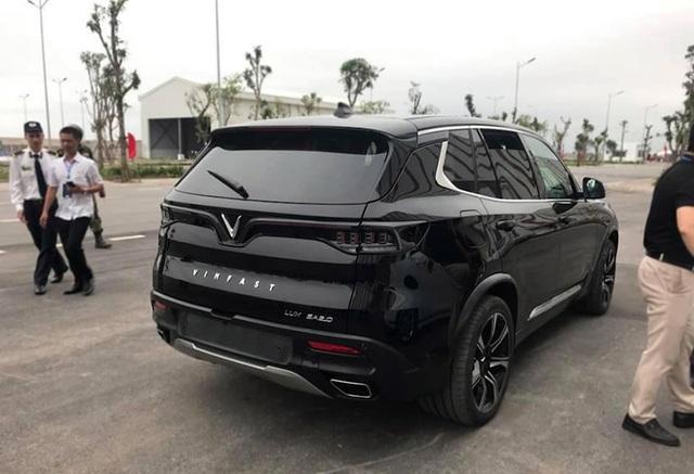 VinFast bất ngờ tung hình ảnh mẫu xe điện thứ hai, trưng bày Lux dùng động cơ V8 - 19
