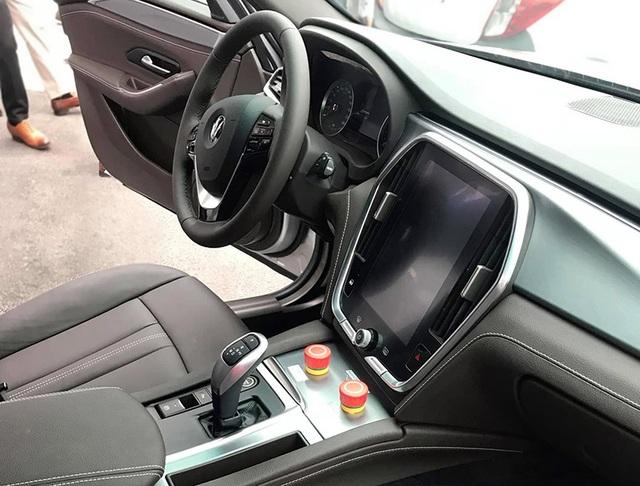 VinFast bất ngờ tung hình ảnh mẫu xe điện thứ hai, trưng bày Lux dùng động cơ V8 - 20
