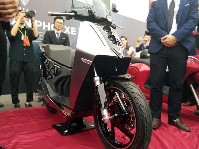 VinFast bất ngờ tung hình ảnh mẫu xe điện thứ hai, trưng bày Lux dùng động cơ V8 - 3