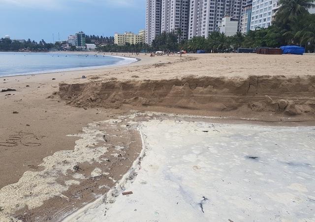 Nha Trang: Bãi biển ô nhiễm nặng khiến du khách chạy mất dép - 3