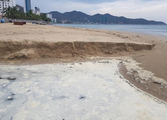 Nha Trang: Bãi biển ô nhiễm nặng khiến du khách chạy mất dép - 2