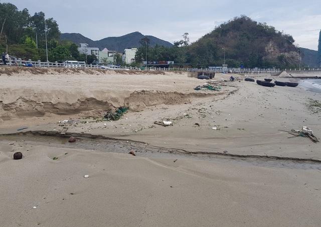 Nha Trang: Bãi biển ô nhiễm nặng khiến du khách chạy mất dép - 4