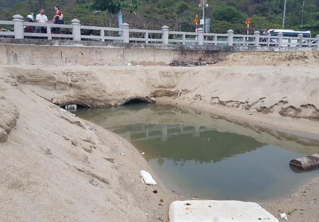 Nha Trang: Bãi biển ô nhiễm nặng khiến du khách chạy mất dép - 7