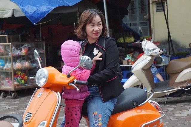 Thời tiết chuyển lạnh đột ngột, người Hà Nội mặc áo rét giữa mùa hè - 6