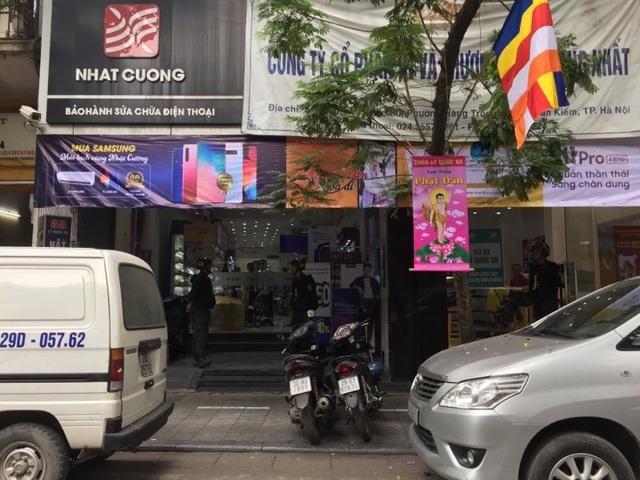 Công an khám xét các cửa hàng của Nhật Cường mobile - 1