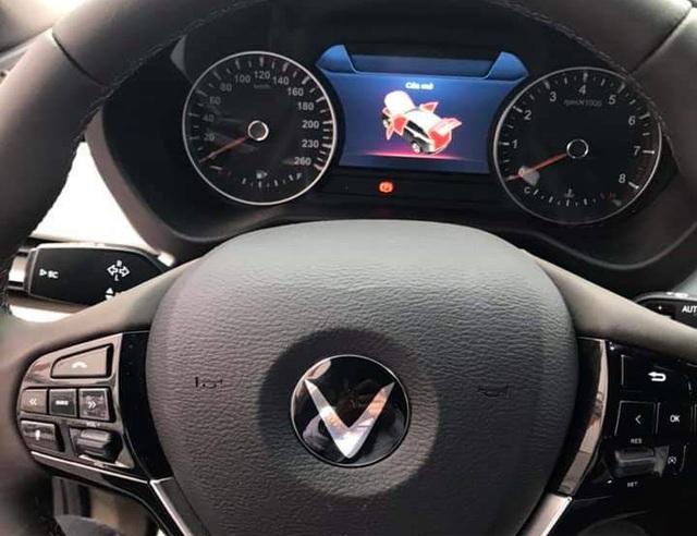 VinFast bất ngờ tung hình ảnh mẫu xe điện thứ hai, trưng bày Lux dùng động cơ V8 - 17