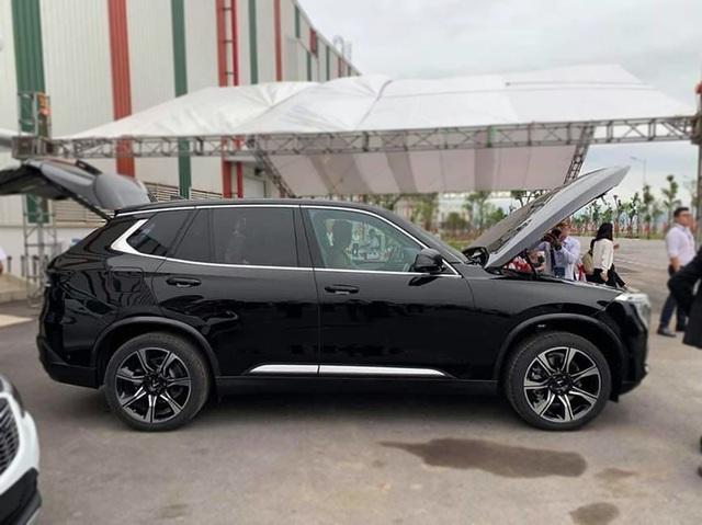 VinFast bất ngờ tung hình ảnh mẫu xe điện thứ hai, trưng bày Lux dùng động cơ V8 - 18