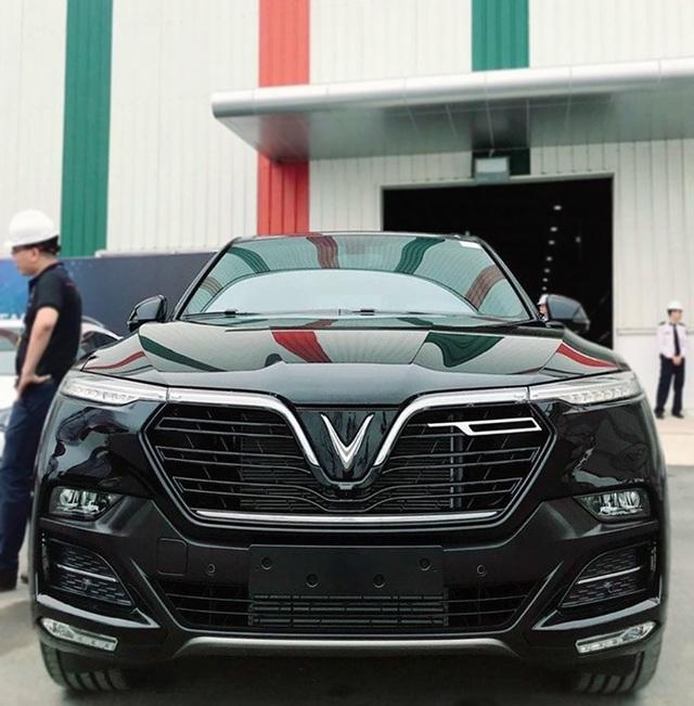 VinFast bất ngờ tung hình ảnh mẫu xe điện thứ hai, trưng bày Lux dùng động cơ V8 - 14