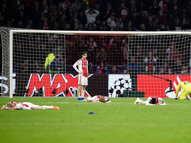 Ajax bị loại đau đớn: Bản anh hùng ca đượm màu buồn - 1