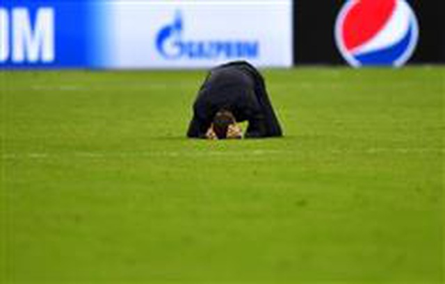 HLV Pochettino bật khóc sau màn ngược dòng khó tin của Tottenham - 8