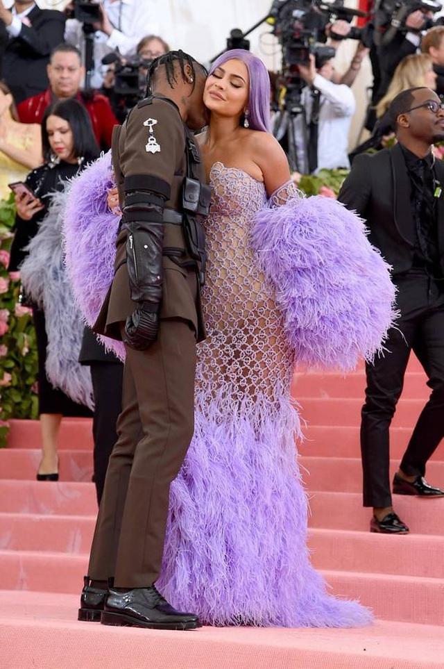 Những cặp đôi hoàn hảo trên thảm đỏ Met gala 2019 - 4