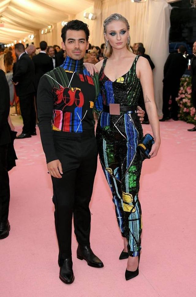 Những cặp đôi hoàn hảo trên thảm đỏ Met gala 2019 - 6
