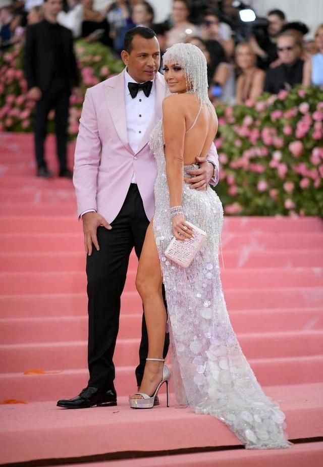 Những cặp đôi hoàn hảo trên thảm đỏ Met gala 2019 - 10