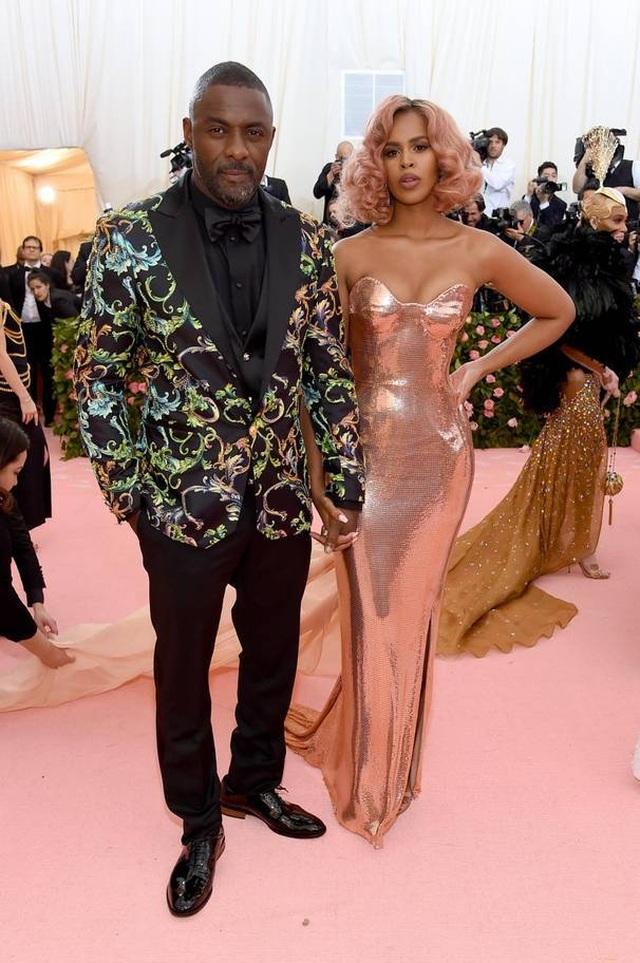 Những cặp đôi hoàn hảo trên thảm đỏ Met gala 2019 - 12