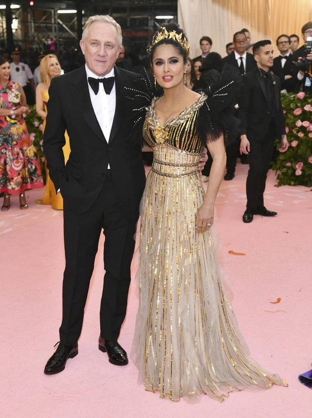 Những cặp đôi hoàn hảo trên thảm đỏ Met gala 2019 - 13