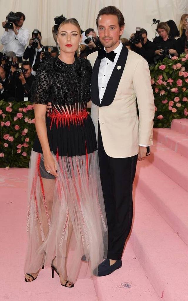 Những cặp đôi hoàn hảo trên thảm đỏ Met gala 2019 - 18